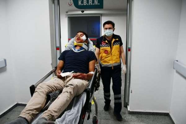 Alkollü sürücünün duvara çarptığı kazada 2 kişi yaralandı