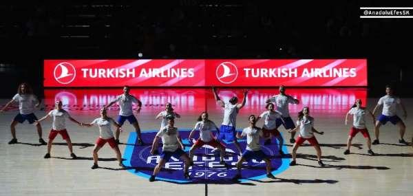 Anadolu Efes'in maçında gerçekleşen 'Kan Kanseri Mücadele Dansı' büyük alkış top