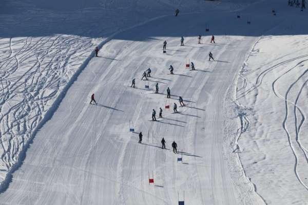 Hakkari'de 'Kayak İl Birinciliği' yarışması
