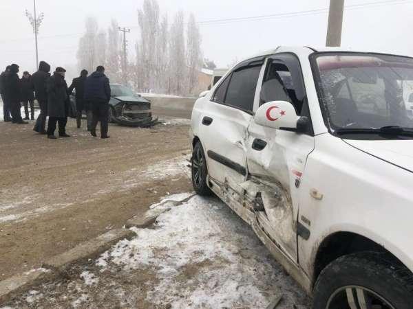 Horasan'da sis kazaya neden oldu