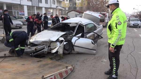 Kırıkkale'de feci kaza, 2 genç ölümden döndü: Çocuğunu kucağına alarak panikle k