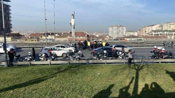 (Özel) E-5 Karayolu'nda kaza geçiren motosikletli polisin yardımına meslektaşlar