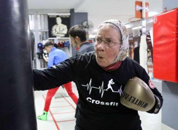 (Özel haber) Antalya'nın Süper ninesi tüm boksörlere meydan okuyor