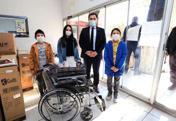 Vali Masatlı, engelliler için mavi kapak toplayan Damlar kardeşleri kutladı