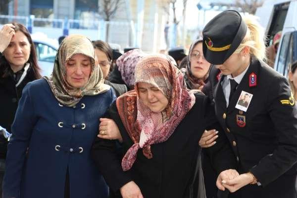 Bahar Kalkanı Harekatı'nda şehit olan Uzman Çavuş Tuncer'in cenazesi memleketi T