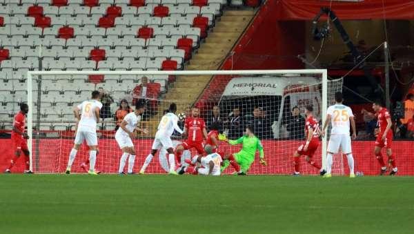 Ziraat Türkiye Kupası: Antalyaspor: 0 - Aytemiz Alanyaspor: 0 (İlk yarı)