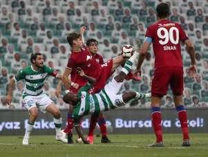 TFF 1. Lig: Bursaspor: 0 - Altınordu: 0 (İlk yarı sonucu)