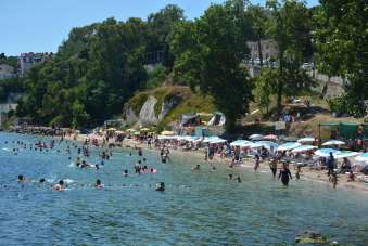 Sinop'ta plajlar bayram tatilinde doldu taştı