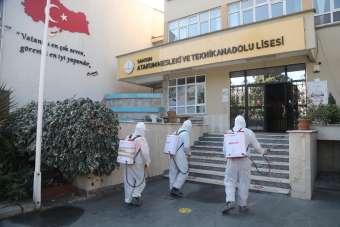Atakum Belediyesi'nin hijyen timlerinden öğrenciler için lise dezenfeksiyonu