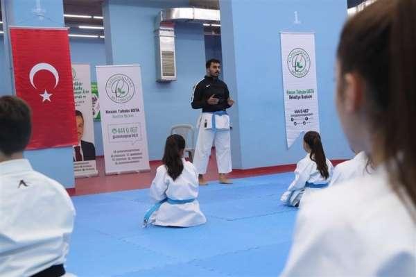 Milli karateci Fatih Sadullah Selman, Gaziosmanpaşalı sporcularla buluştu