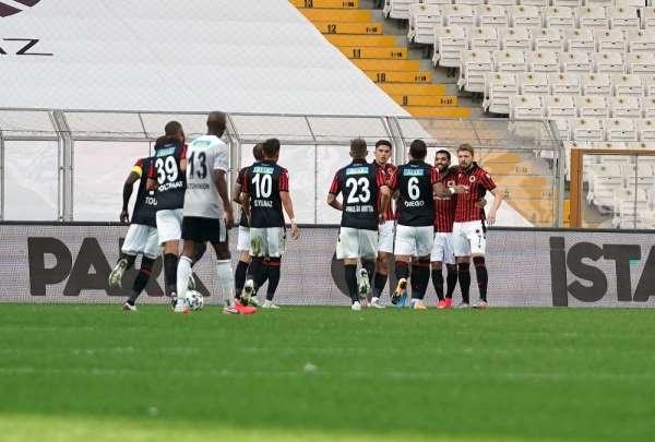 Süper Lig: Beşiktaş: 0 - Gençlerbirliği: 1 (Maç devam ediyor)