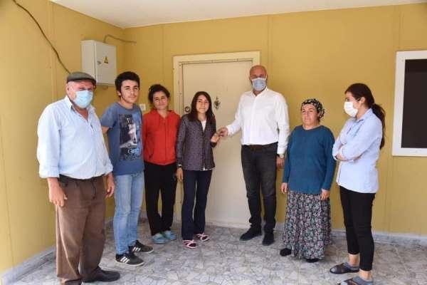Tekkeköy'den iki aileye sıcak yuva