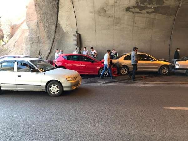 Tünel girişinde zincirleme trafik kazası