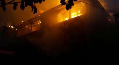 Erbaa'da yangın 3 evi sardı