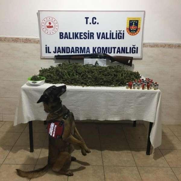 Jandarma suçtan kazanılan 121 çeyrek, 1 tam ve 4 altın bilezik ele geçirdi
