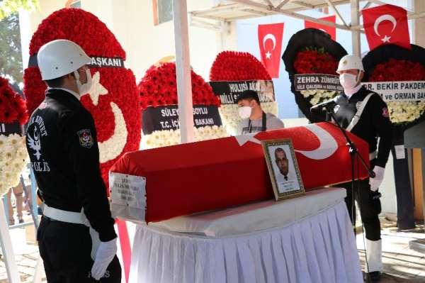 Şehit polis Barış Gölün cenazesi tören alanına getirildi