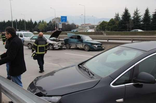 Kocaeli'de zincirleme trafik kazasıı: 3 yaralı