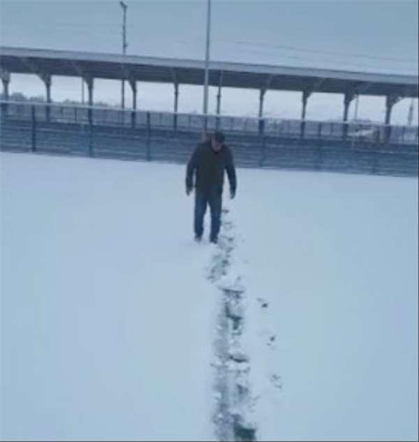 Yoğun kar yağışı Özvatan'da iki futbol maçını erteletti