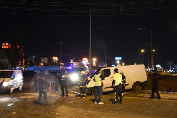 Nusaybin'de bankaya ait para yüklü minibüs kaza yaptı: 1 yaralı