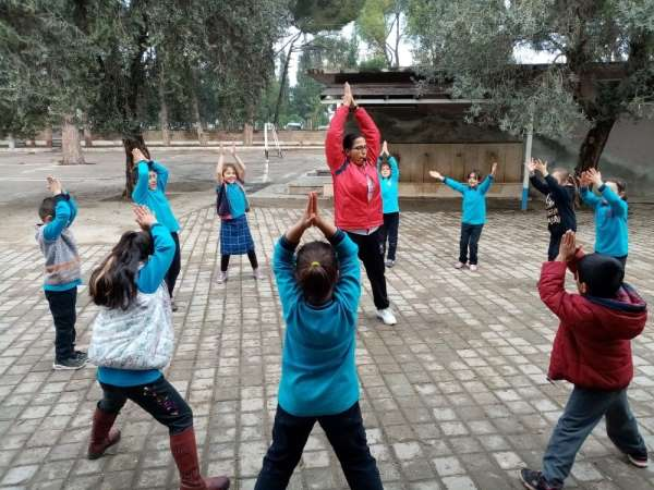 Antrenörler okullarda çocuklara spor kültürünü aşılıyor