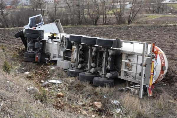 Gaz yüklü tanker kazası ucuz atlatıldı