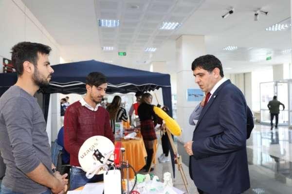 Iğdır Üniversitesi Rektörü Alma, öğrenci toplulukları stantlarını ziyaret etti