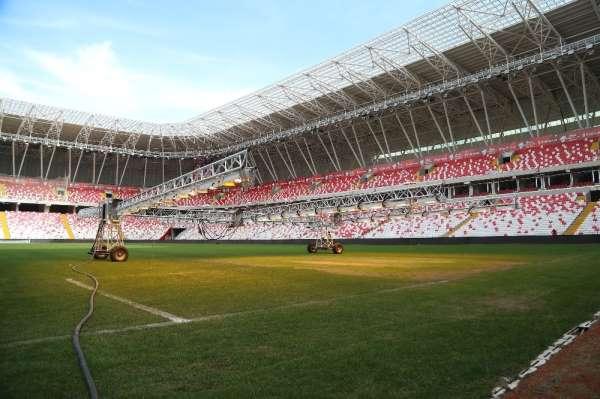 Yeni 4 Eylül Stadyumu çimleri bakıma alındı