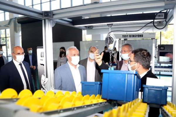 Başkan Gültak, Model Fabrikayı gezdi
