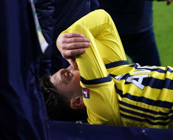 Mesut Özil: Önümüzdeki maçlarda takımımıza yardımcı olamayacağım için çok üzgünüm