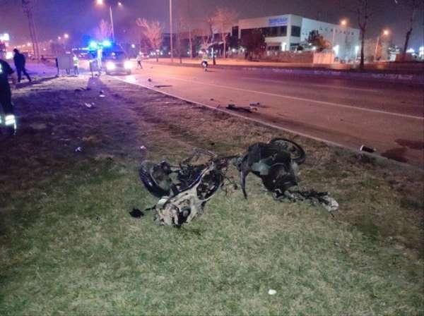 Moto kuryenin hayatını kaybettiği feci kaza kamerada