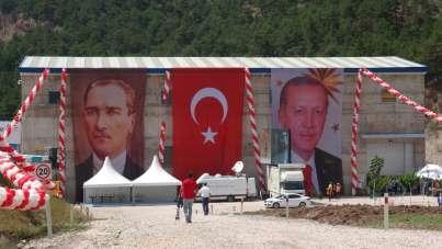 Cumhurbaşkanı Erdoğan'ın telekonferans sitemi ile katıldığı Akıncı HES'in açılış