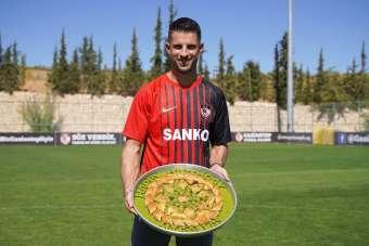 Gaziantep FK, Kevin Mirallas'ı baklava ile karşıladı