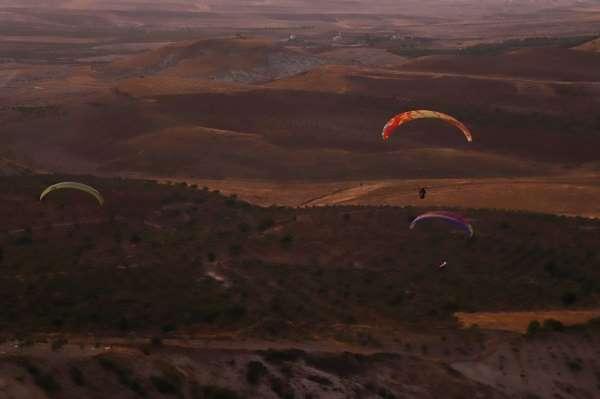 Şanlıurfa semalarında yamaç paraşütleri havalandı