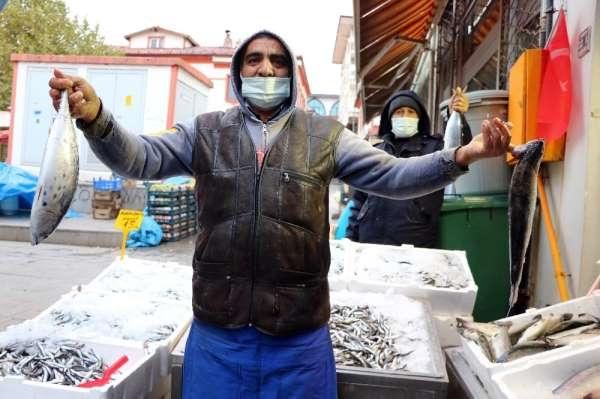 Alanda satanda balık fiyatlarına tepkili