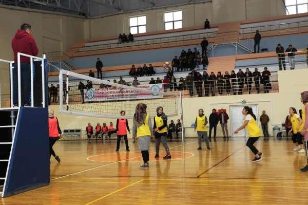 Bitlis'te '3. Rektörlük Kız Öğrenci Spor Turnuvası' sona erdi