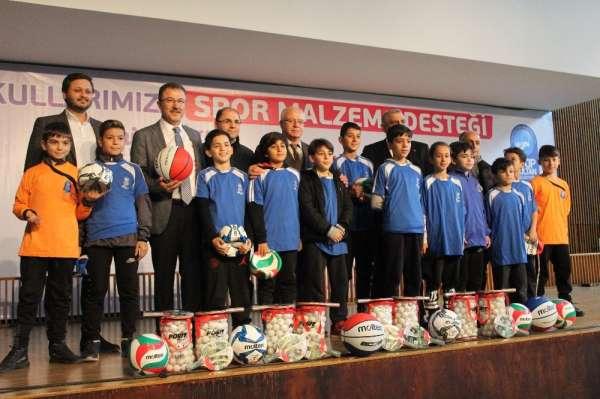 Eyüp Sultan Belediyesi'nden okullara spor malzemesi desteği