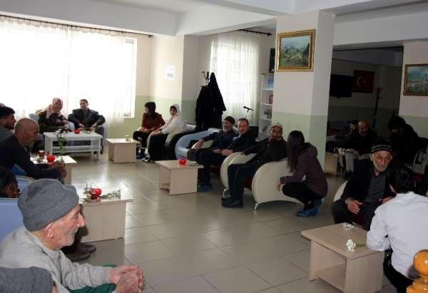 Ağrı İbrahim Çeçen Üniversitesi öğrencilerinden huzurevi ziyareti