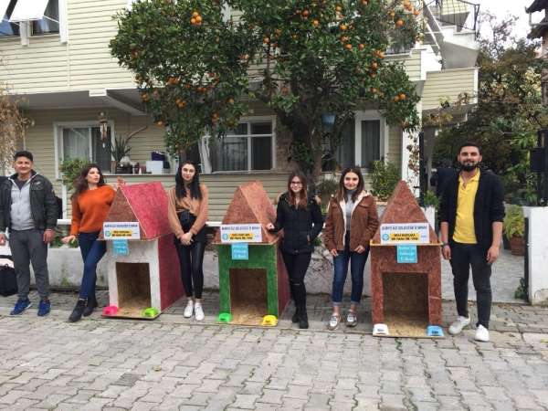Burhaniye'de Üniversiteliler hayvan sevgisi aşılıyor