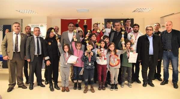 Kurtuluş Kupası Satranç Turnuvasına 9 ilden 153 sporcu katıldı
