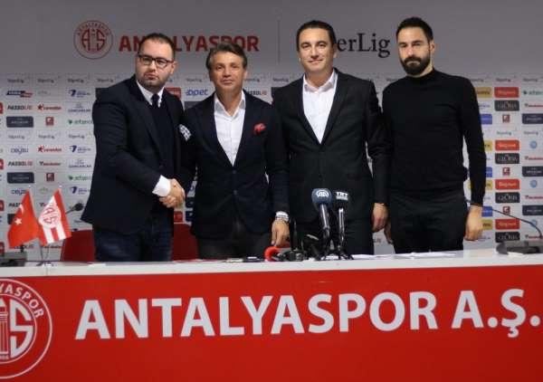 Tamer Tuna Antalyaspor'da üç ayrılığı açıkladı