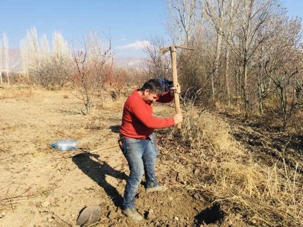 Kuraklık çiftçiyi vurdu, tarlalar betona döndü