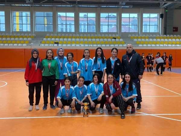 20 takımın katıldığı turnuvada Altıntaş'a üçüncülük kupası kazandırdılar