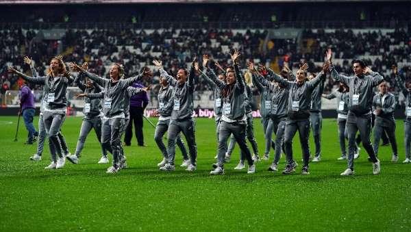 Beşiktaş Kadın Futbol Takımı, Vodafone Park'ı selamladı