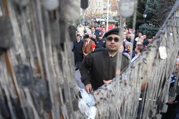 İdlib şehitlerinin künyeleri Şehit Ağacı'na asıldı