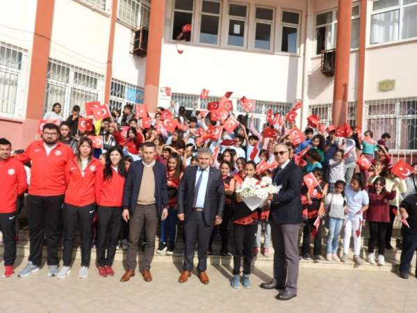 Kepez'in gençleri sporcularla buluşuyor