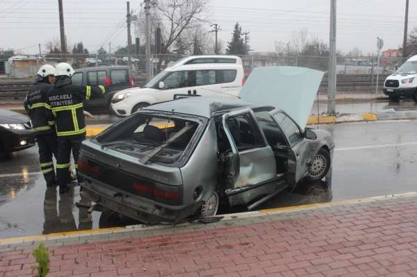 Kocaeli'de 3 aracın karıştığı trafik kazasında 1 kişi yaralandı