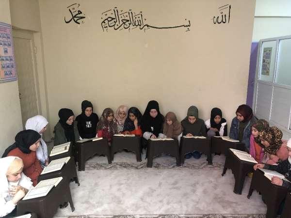 Mardin'de öğrenciler İdlib şehitleri için hatim indirdi