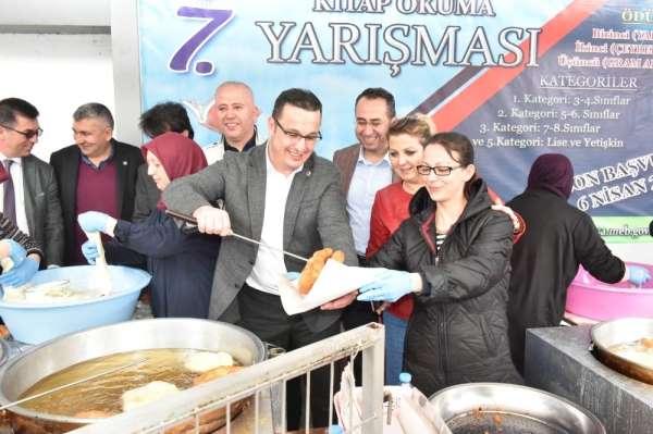 Mustafakemalpaşa Belediyesi şehitler için lokma döktürdü