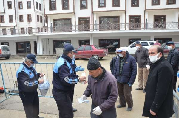Boyabat Belediyesi'nden ücretsiz maske dağıtımı