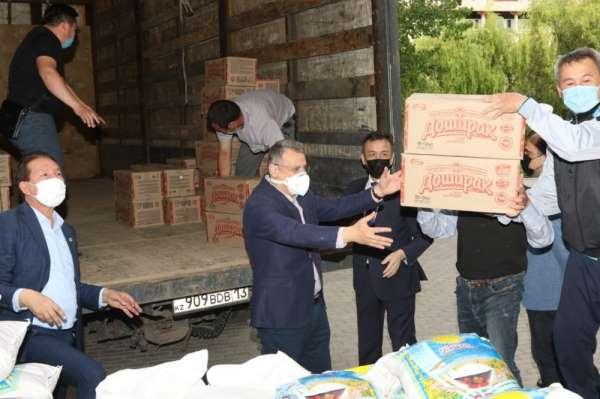 Ahmet Yesevi Üniversitesinden Türkistan'ın Maktaaral köylerine yardım